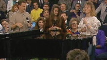 He Leadeth Me (feat. The Martins) (Live) - Bill & Gloria Gaither