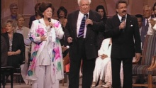 I Wouldn't Take Nothing for My Journey (feat. The Happy Goodmans) (Live) - Bill & Gloria Gaither