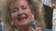 Greater Is He That Is in Me (feat. Ann Downing, Wayne Hilliard and Joy Gardner) (Live) - Bill & Gloria Gaither